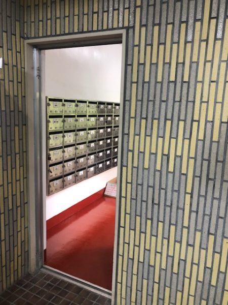 神奈川県横浜市 某マンション 風除室ドア框カバー工法